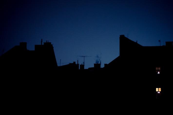 silhouette_buildings_night_holdosi